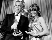 Lee Marvin et Julie Christie, respectivement Meilleur Acteur (Cat Ballou d'Elliot Silverstein) et Meilleure Actrice (Darling).